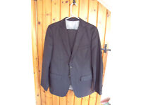 Zara Man grey/fine pin stripe wool man's 2-piece suit. eur 46/usa 36 jacket; eur 40/usa 31 trousers.