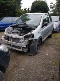 2002 TOYOTA YARIS 1.0 PETROL BREAKING FOR PARTS