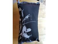 4 x 'Black and White reversable cushions