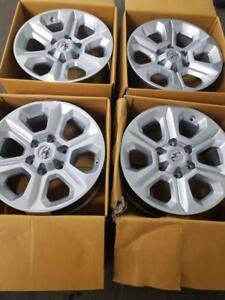 BRAND NEW TAKE OFF FACTORY OEM TOYOTA 4 RUNNER / FJ CRUISER  17 INCH ALLOY  WHEEL SET OF FOUR. NO SENSORS
