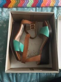 LEATHER SANDALS FROM CLARKS SIZE 4