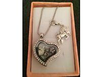 Free jewellery set