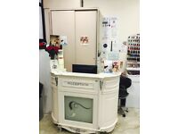 we are looking good experince nail tecnician busy salon