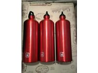 1L Durable aluminium bottles in Blue or Red colour