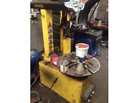 Tyre changing machine fully automatic
