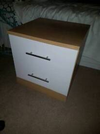 2x Matching bedside tables