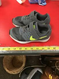 Nike Downshifter Boys Size 10