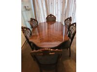 Excellent condition mahogany oak dining table set with 6 chairs