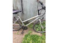 ap0llo juice ladies mountin bike 10 shimano speed 18in good con