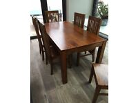 SOLID WOOD DINING TABLE AND SIX MATCHING SOLID WOOD CHAIRS HARDLY USED - EXCELLENT CONDITION