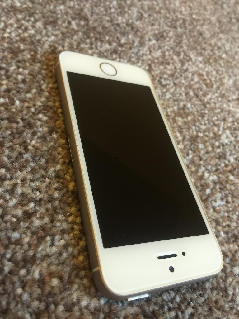 iPhone 5s White and goldin Bradford, West YorkshireGumtree - iPhone 5s White and gold 16gb Vodafone in mint condition fully working comes with phone and charger Ring for more info