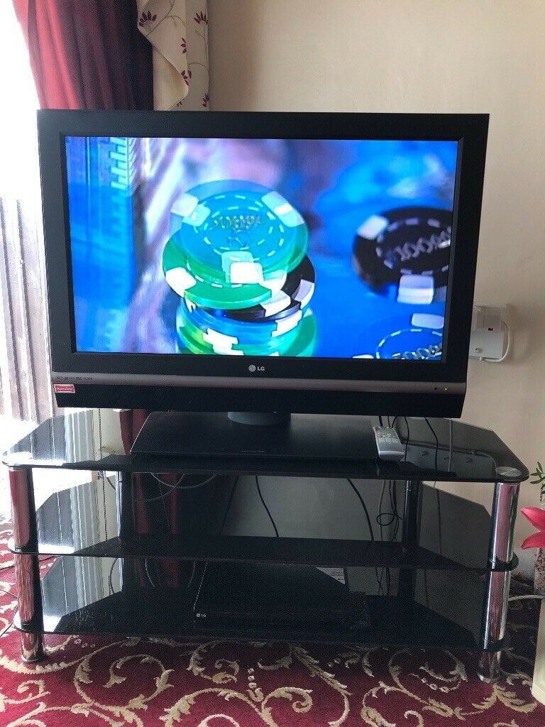 "LG 39 "" TV - Freeview    plus DVD player and TV Stand 
