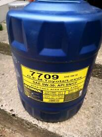 Toyota Lexus oil and oil filter new!!