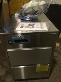 Commercial Ice Maker in excellent condition