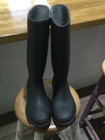 Black Dunlop Wellies -size 6/ 39