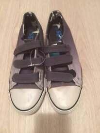 New girls /boys M&Co kids shoe size 5 (older kids)
