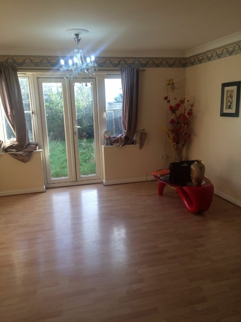 3 BEDROOM HOUSE TO RENT IN CUSTOM HOUSE AREA.FOR £2300PCM.