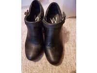 Ladies Wallis shoe/boots size 4