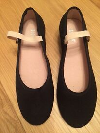 Ballet Character Shoes Size 2 1/2 in Excellent Condition