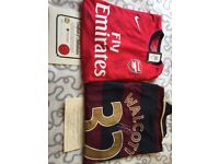 *RARE* 2x arsenal shirts signed with authenticity
