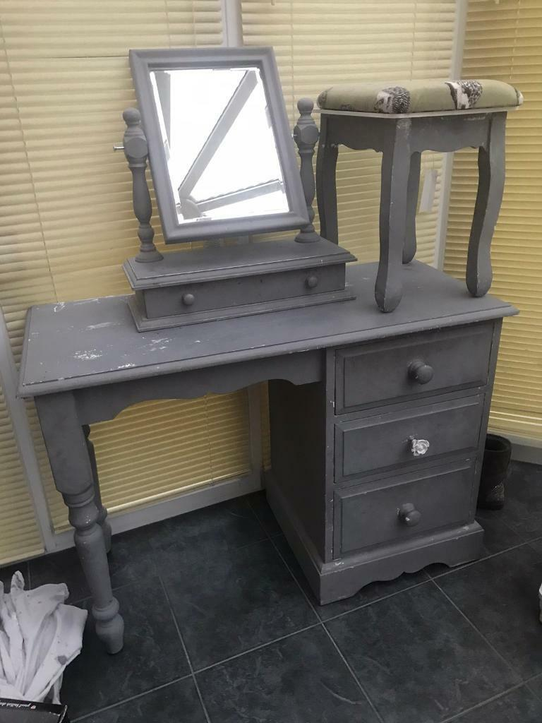 Dressing Table With Mirror And Stool: Dressing Table/mirror & Stool