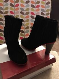 Ladies black suede like boots with heel. Size 6