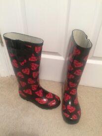 Size 3 wellington boots for sale.