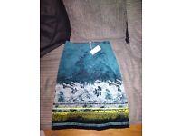 Foliage Border velvet skirt