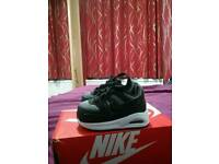 Black nike air max command baby trainers, size uk 2.5