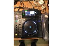 2 x pioneer cdj2000 and stand