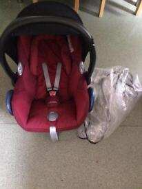Maxi cosi car seat with raincover and foot muff
