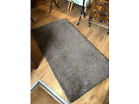 Modern style rug , in chunky style . Size L 60in x W 32in. Feel free to view .