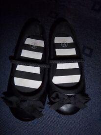 Girls Slip On Black Shoes Size 9 IP1