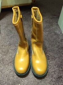 Brand New Mens Working Rigger Boots - size 8