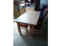PINE WOODEN TABLE 135CM X 74CM & 4 X WOODEN UPHOLSTERED CHAIRS