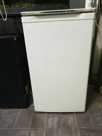 Medium sized Refrigerator priced for QUICK SALE