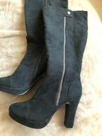 Black size 3 suede boots