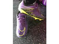 It's Nike football boots size 4
