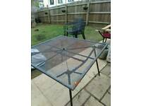 B and q metal table and 4 chaira