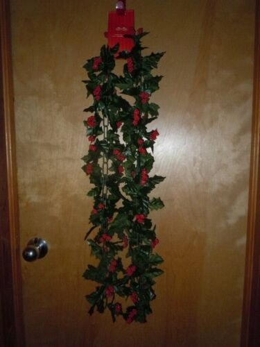 VINTAGE 6 FT PLASTIC BERRY HOLLY CHRISTMAS CHAIN GARLAND NWT
