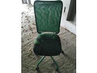 Geeen office chair