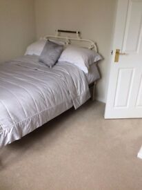 Double bedroom available in Cristchurch- Bills inc