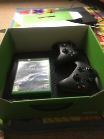 Xbox one 500GB with 2 controller+1 game