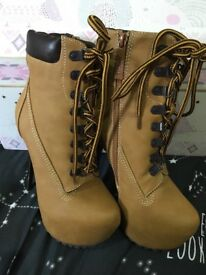 Brand new size 6 timberland style heels
