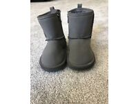 Kids Shoes - Gap Baby (ugg) Boots, Girls/Boys Size 6, With Zip, £2.50