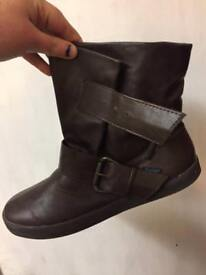 Size 8 blowfish boots