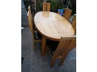 Beautiful Solid Oak Dining Table + 6 Oak Chairs ,Extends to seat 6,8,10 People