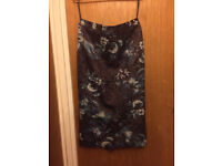 Beautiful skirt, size 8, Autograph, excellent condition, knee-length