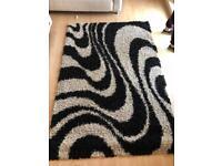 Black and cream shaggy rug (240cm x 160cm)