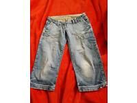 Ladies cropped jeans.